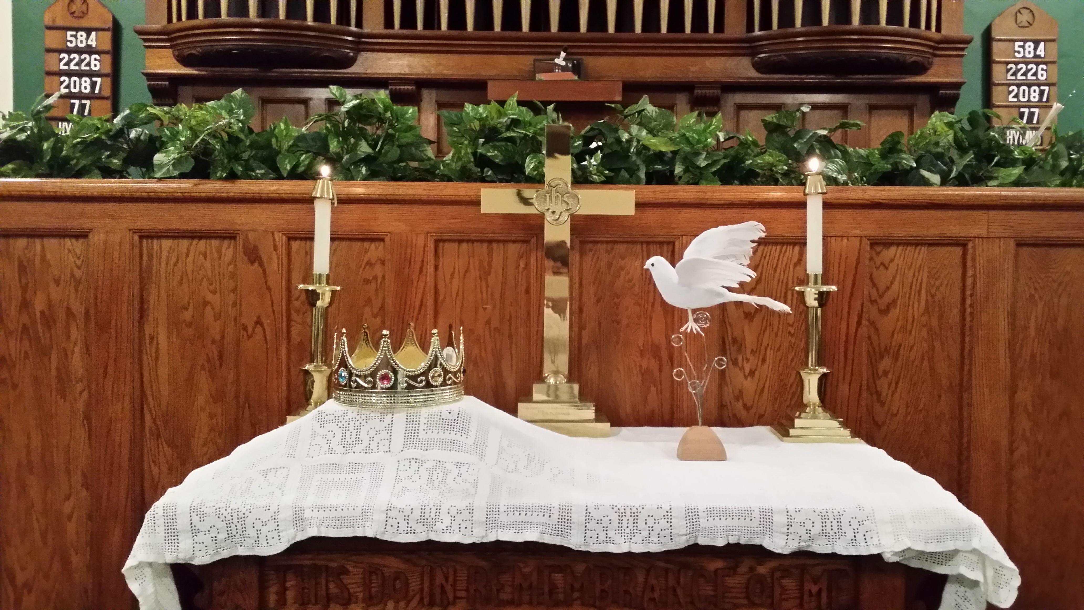 Trinity sunday altar church altar decoration pinterest for Altar decoration ideas