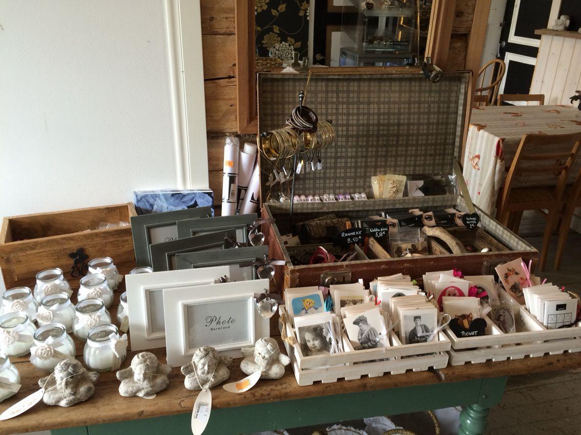 Vanha matkalaukku myyntialustana