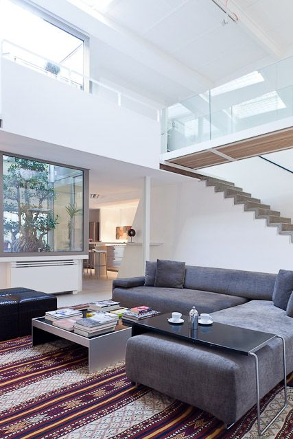 Abitazione privata a trastevere casa lungara soggiorno con doppia altezza e ampie finestrature