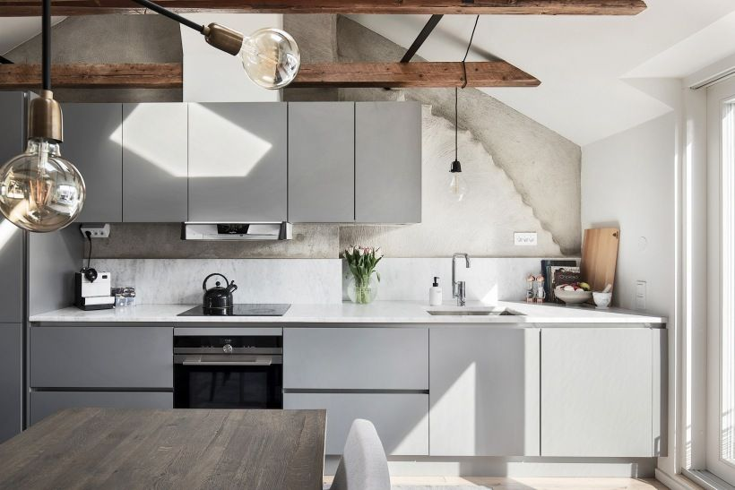 Szara Kuchnia Z Nowoczesna Zabudowa Na Poddaszu Lovingit Pl Kitchen Kitchen Cabinets Home Decor