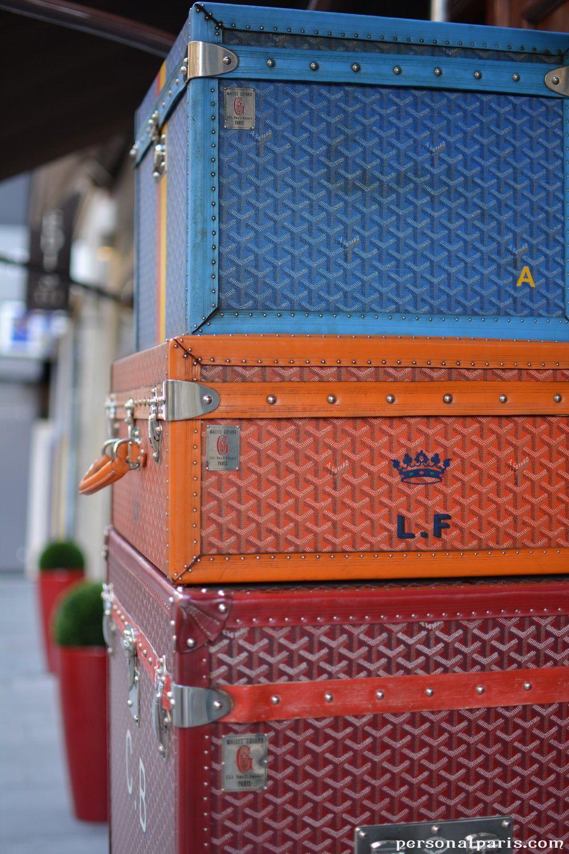 Vintage trunks on Rue St Honoré in #Paris
