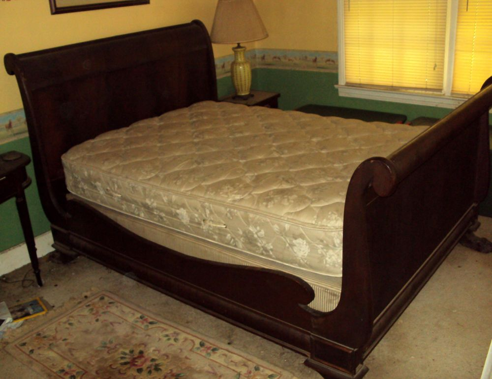 1820s American Empire Burl Mahogany Sleigh Bed With Lion Claw Feet