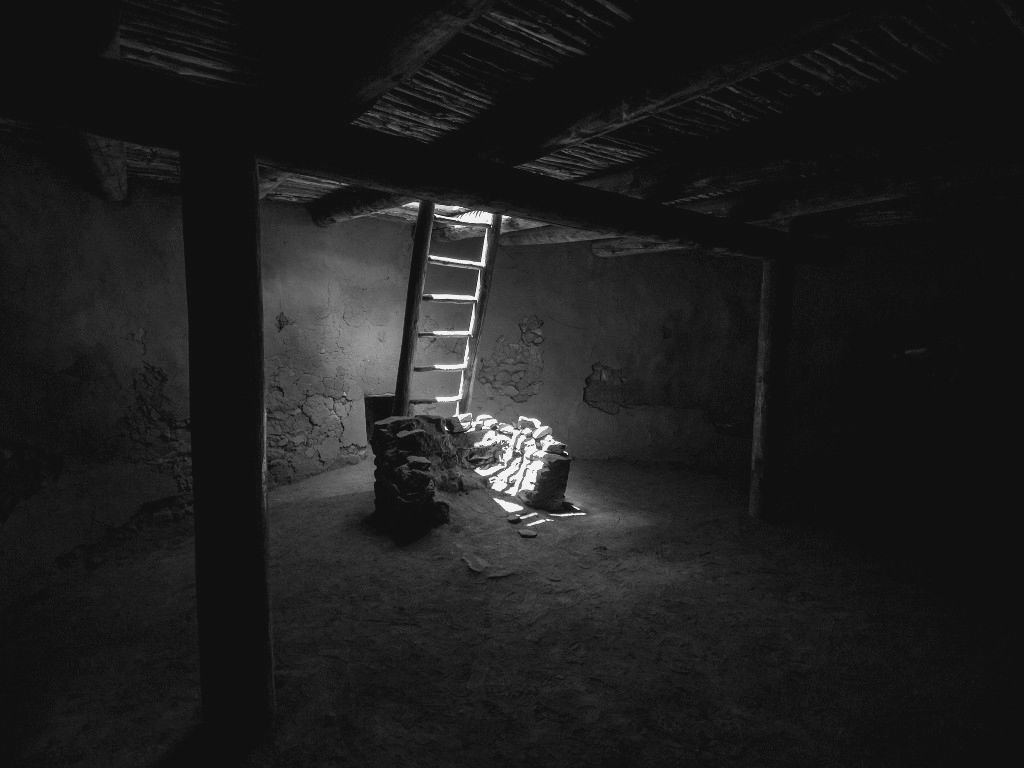 Haunted house basement the basement scared yet hd for Haunted house scene ideas