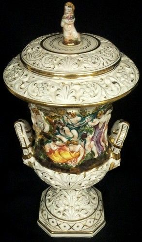 AUTHENTIC VTG CAPODIMONTE ITALIAN PORCELAIN URN SIGNED CAPODIMONTE BERNINI MADE IN ITALY 487 - $296.00 FREE SHIPPING INCLD! The estimated value by an Antique Professional of this piece based on the pristine condition was $500.00 to $600.00.