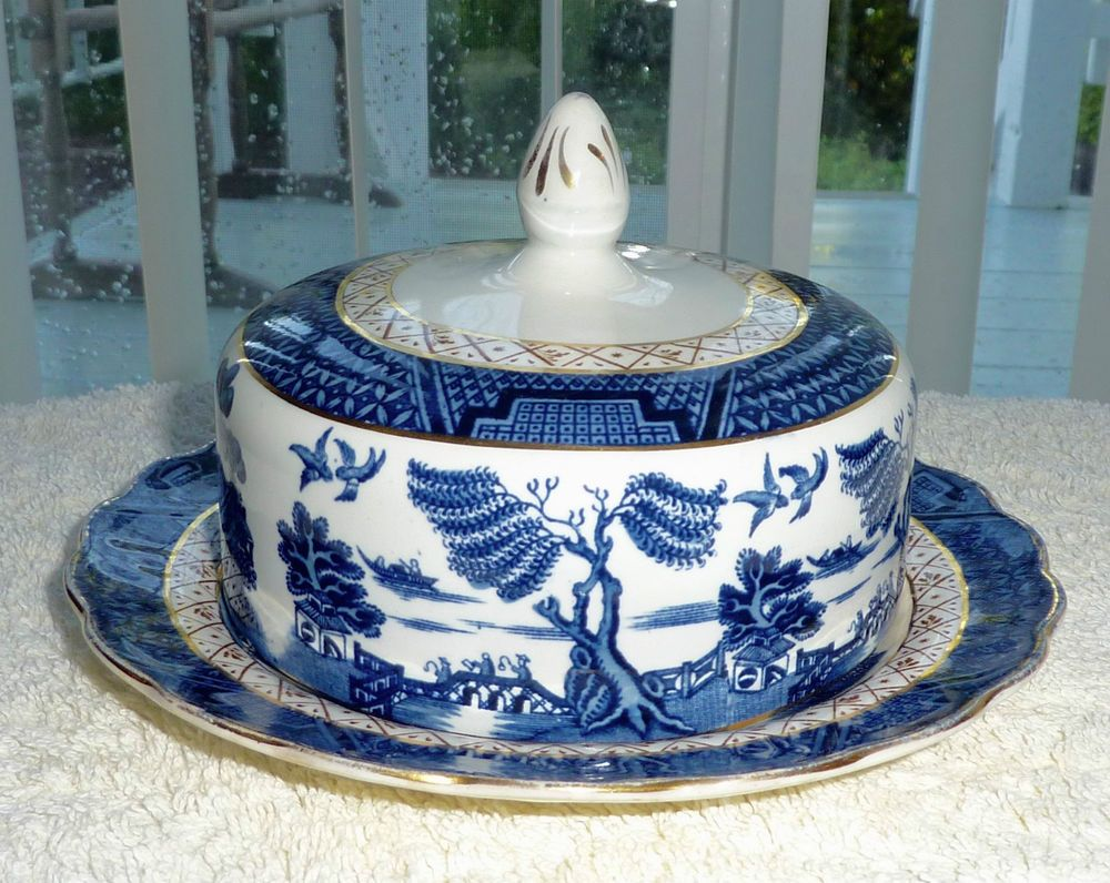 A8025 luncheon 8.5 plate Blue Willow Booths England Real Old Willow blue transferware plate