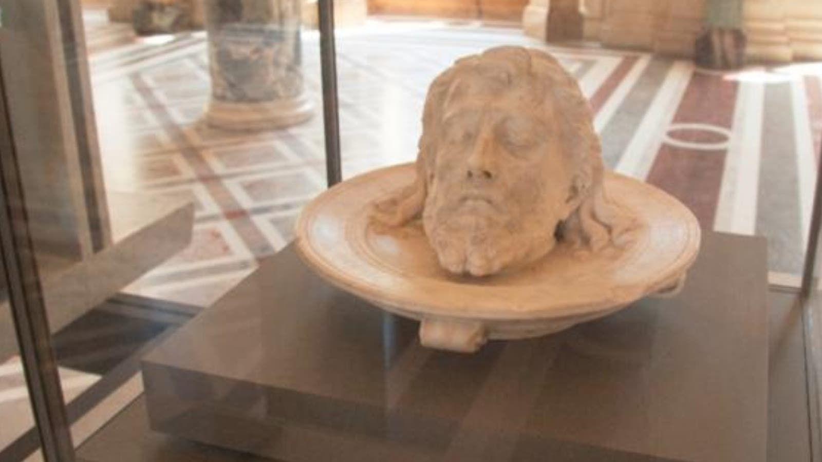 في متحف اللوفر هل هذا رأس الحسين أم رأس يوحنا المعمدان