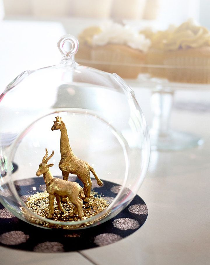 Gold animals in gold glitter in terrariums... simply yet stunning ~ we ❤ this! moncheribridals.com