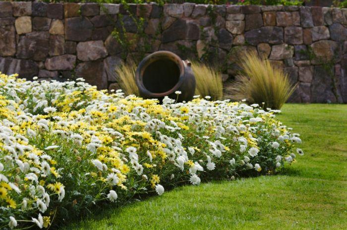 Englischen Garten Anlegen, Kreative Ideen Zum Gestalten Im Eigenen Garten,  Weiße Und Gelbe Blumen