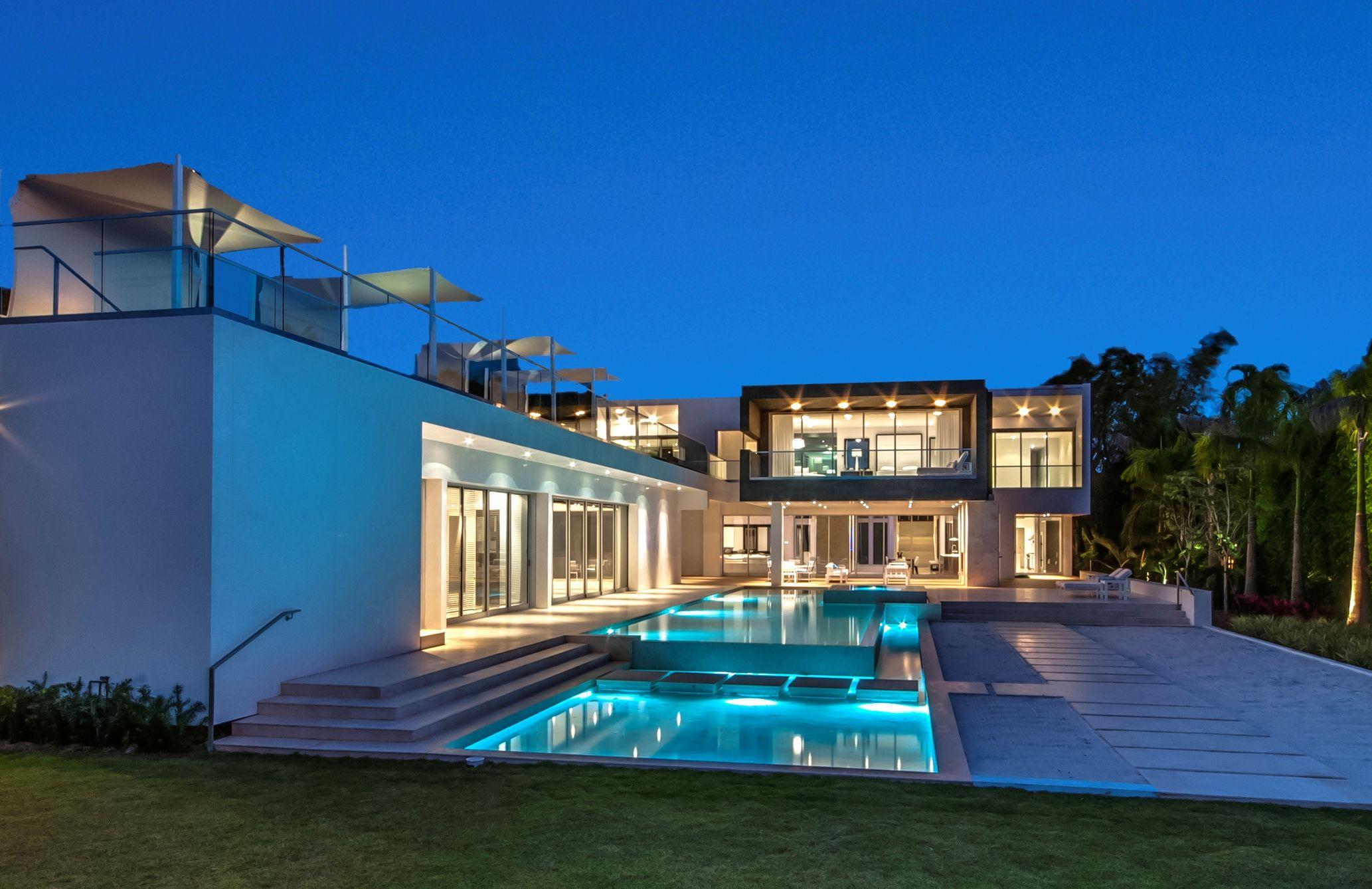 New modern waterfront miami beach fl luxury portfolio for Luxury glass homes
