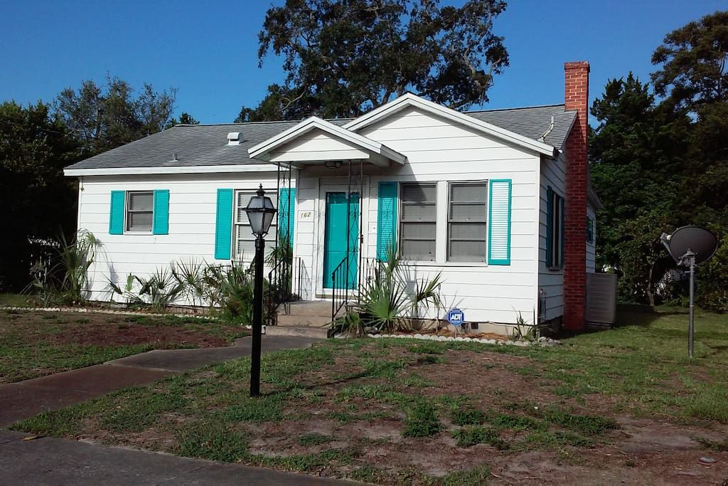 Cozy Beach Bungalow 2 Bedrooms Houses For Rent In Daytona Beach Florida United States Beach Bungalows Vacation Home Renting A House