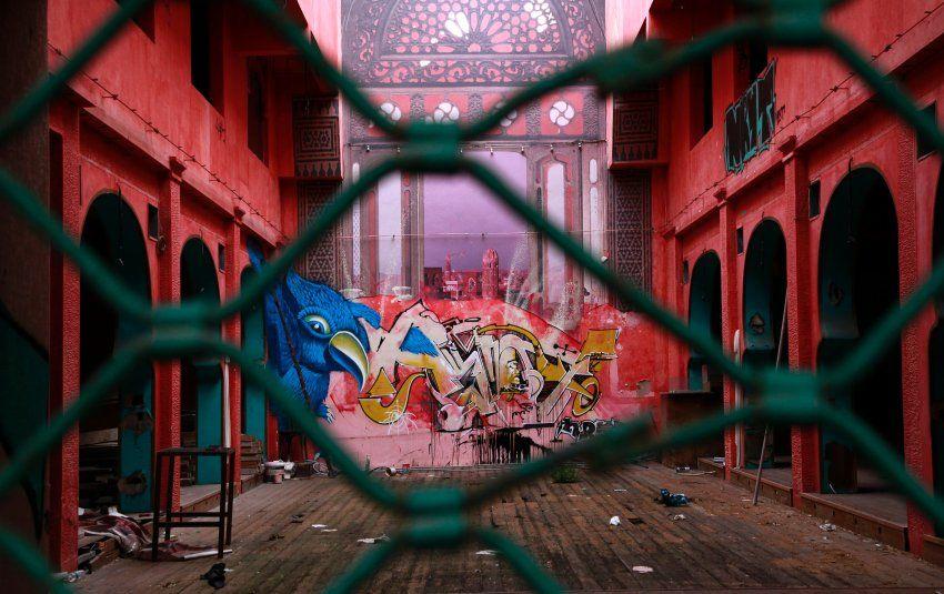 Graffiti in Athen: Bienchen und Gasmasken