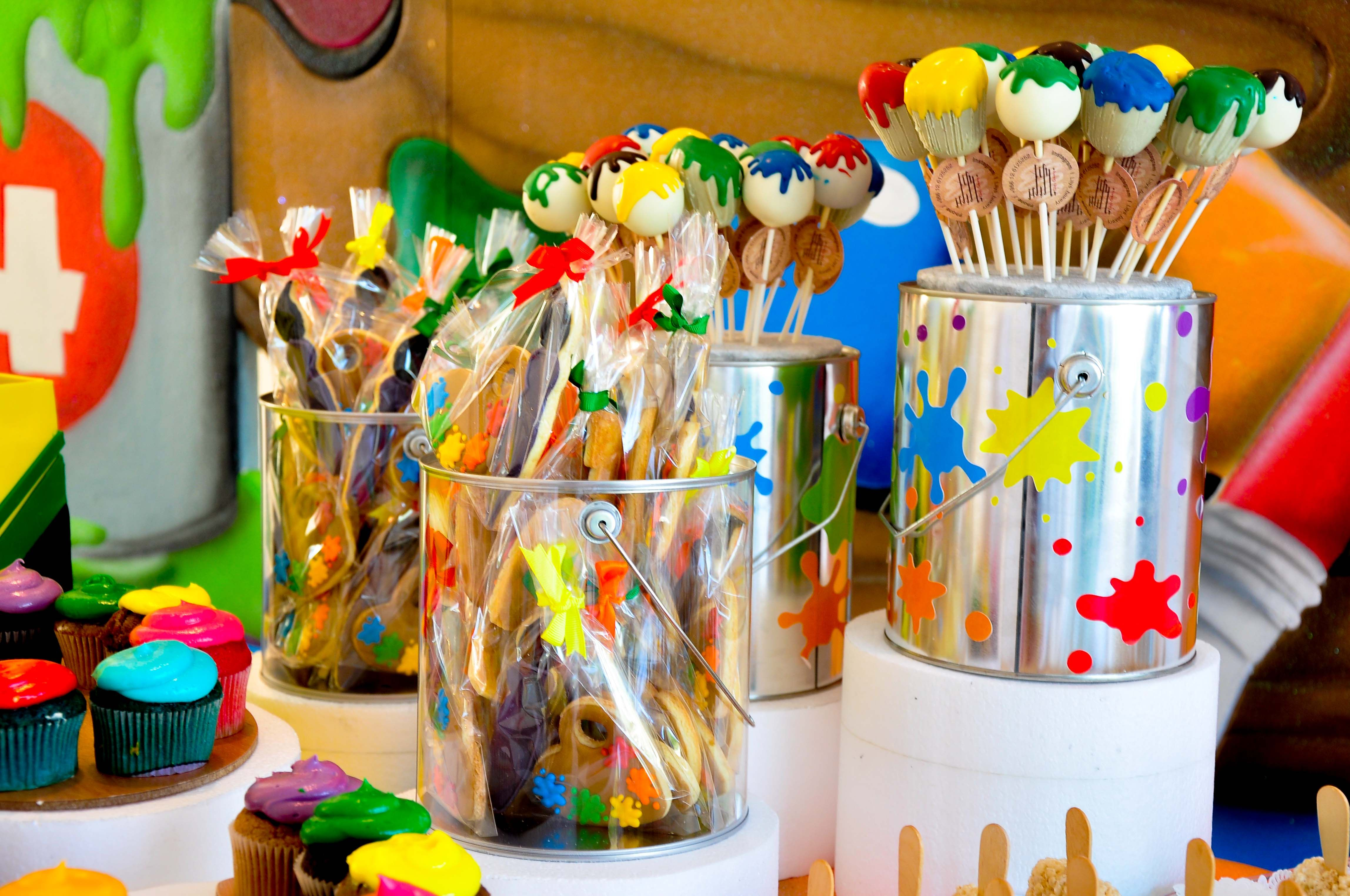 Amazing Artist Theme - Cake pops - by @Fantasyparty