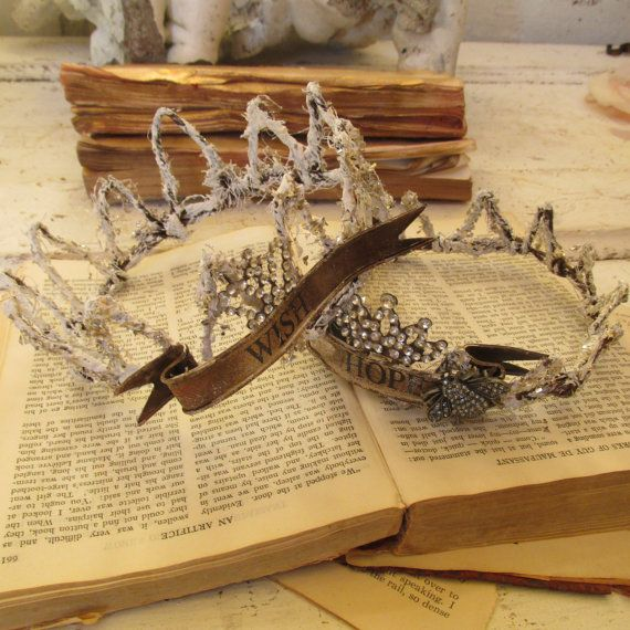 Pin By Karen Crawn On Home Decor: Handmade Sisal Wire Crowns With White Textured Distressing