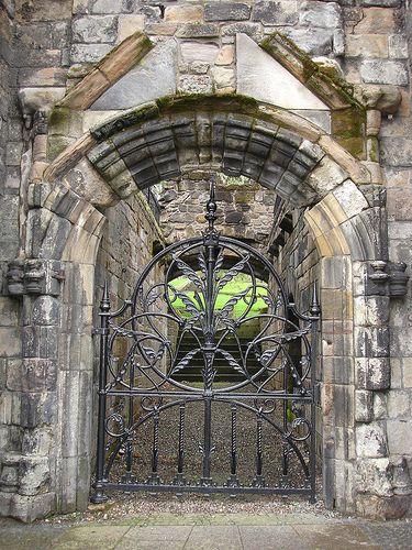 Nice front door - Ruins of Mar's Wark in Stirling - Scotling
