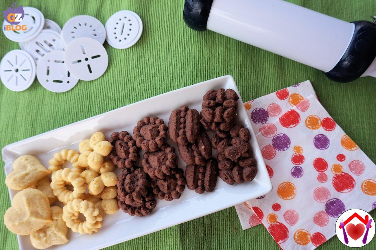 Biscotti al cacao con sparabiscotti Le ricette di mamma