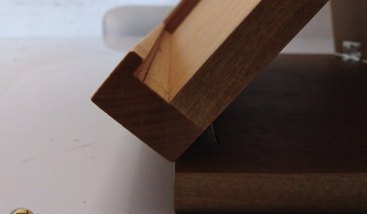 PROJECT: WOODEN TABLET HOLDER    THE WOOD BLOGGER