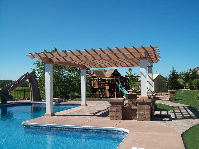 Inground pool with composite pergola 2 backyard for Pool design by laly