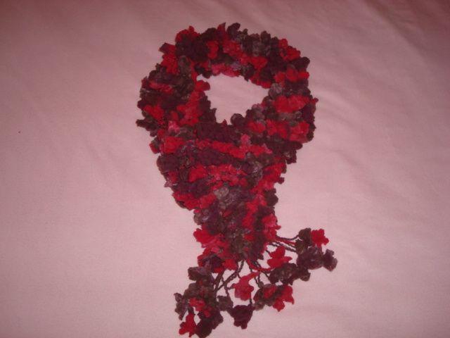 Gola floral vermelha