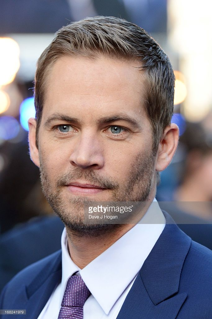 Paul Walker Attends The World Premiere Of Fast And Furious 6 At The Empire Leicester Square On May 7 2013 Paul Walker Frisur Paul Walker Bilder Paul Walker