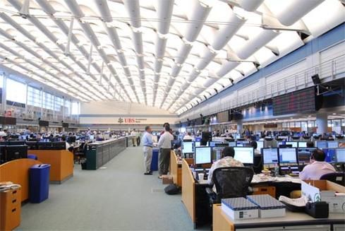 The Ubs Trading Floor Is The Same Size As 26 Tennis Courts Or Two Football Flooring Trading Technology