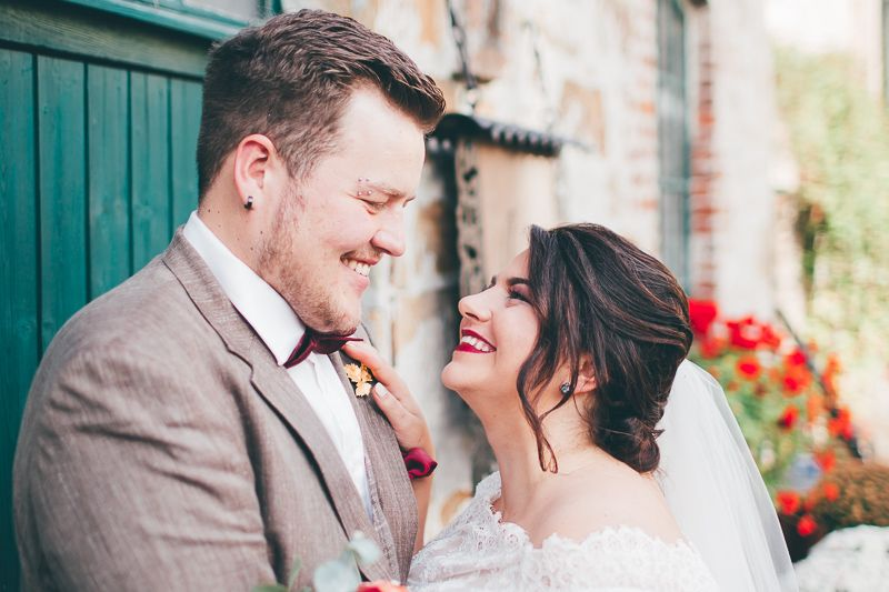 Beautiful Bride And Groom Bride With Red Lips Brautpaar Im