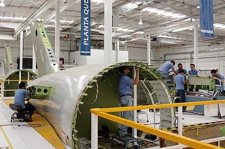 Querétaro, sede de expo aeroespacial   En el estado se llevará a cabo el Mexico's Aerospace Summit, el evento de negocios especializado en la industria de manufactura aeroespacial que reunirá, en octubre, en el Querétaro Centro de Congresos (QCC), a los representantes que operan a las cadenas de proveedores de empresas como Boeing, Airbus, Bombardier, Eurocopter, Cessna, Bell y Hawker Beechcraft, entre otros armadores finales de aviones.
