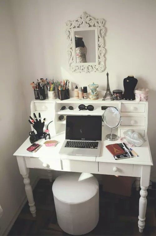 Imagen vía We Heart It https://weheartit.com/entry/176706002 #fabulous #homedesign #interiordesign #roomideas #prettybedrooms #makeupvanity #beautifulbedrooms #luxuryhomes