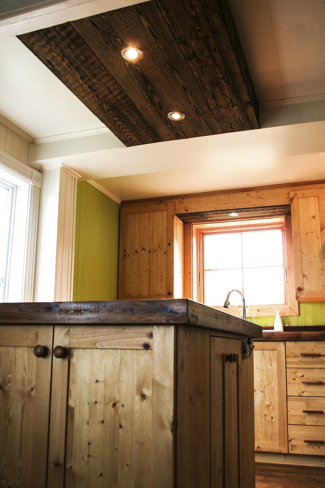 retomb e plafond bois de grange pinterest. Black Bedroom Furniture Sets. Home Design Ideas