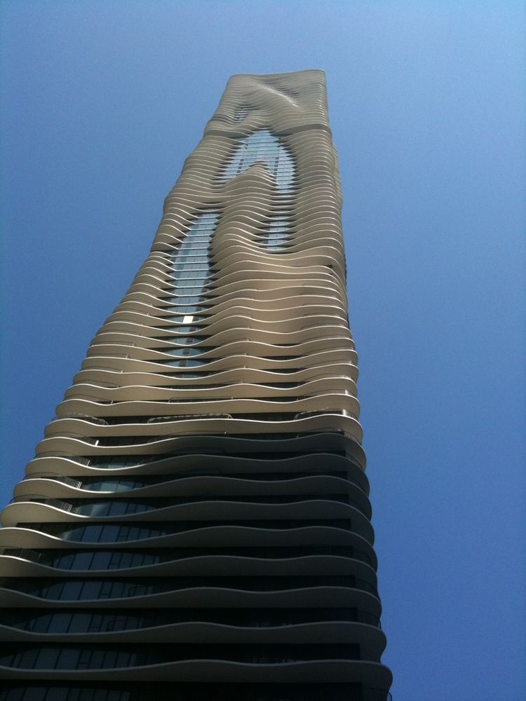 How The Architectural League Gave a Platform to 30 Years of Emerging Voices,The Aqua Tower in Chicago by Jeanne Gang, who won the 2006 Emerging Voices award. Image © Wikimedia user Peace01234