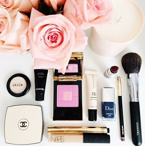 Pale pink roses for the dressing table. #makeup #beauty #photography