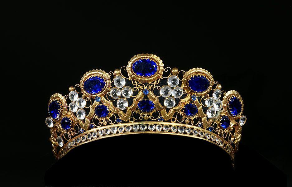 تيجان ملكية  امبراطورية فاخرة F0a16c3dc1c9e3de7000ba294511516f