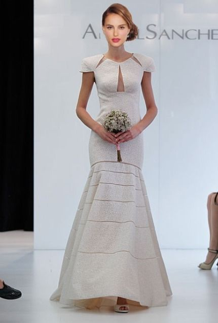 Natalie Portman S Wedding Dress Let Play Up With The Actress And Her Baby P