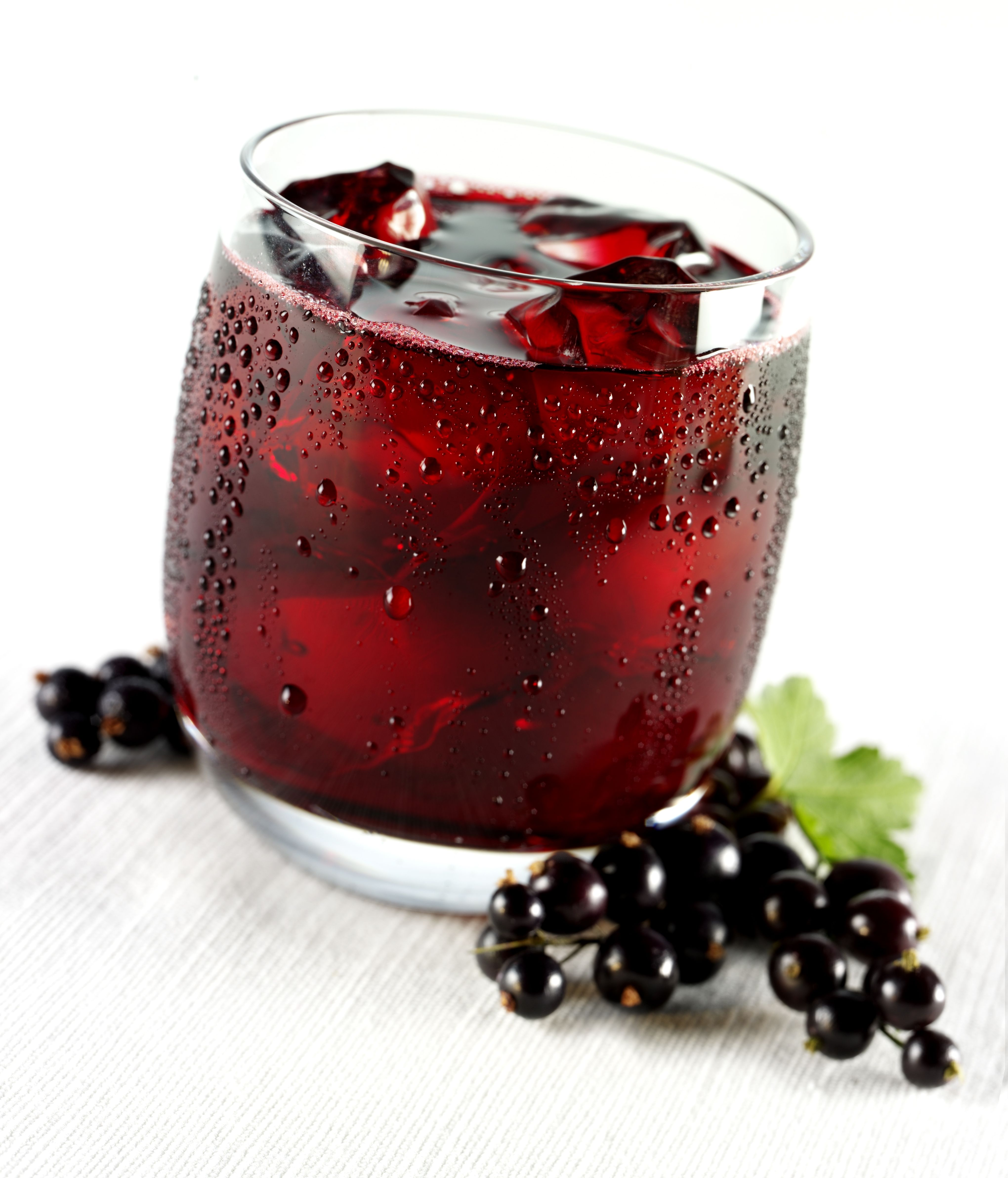 Cranberry Vodka Fizz In 2020 Alcohol Drink Recipes Refreshing Drinks Recipes Mixed Drinks Recipes
