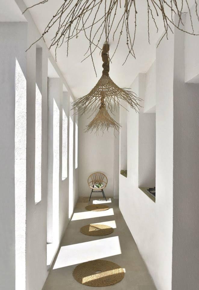 pasillo blanco, detalles, ventanas, luz