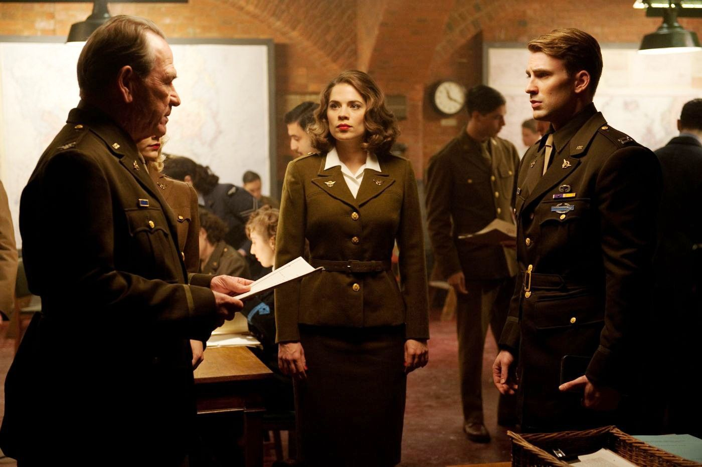 Peggy Carter, by Captain America film. Militar 50's Clothe