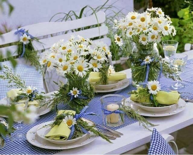 Tovaglia posate e piatti per apparecchiare la tavola d - Tavola azzurra 3 ...