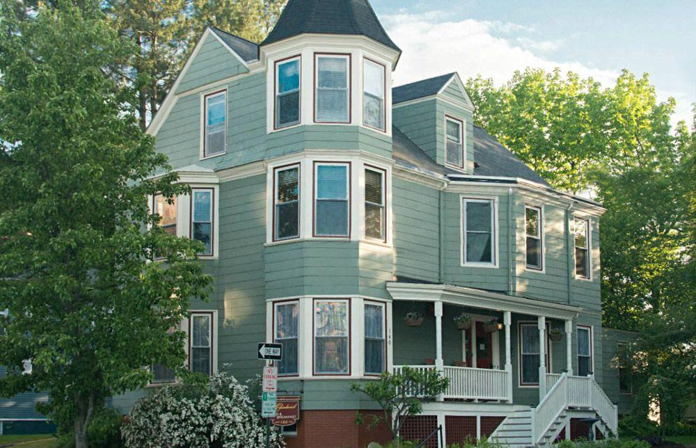 Pomegranate Inn (Portland, ME) Jetsetter Maine bed and