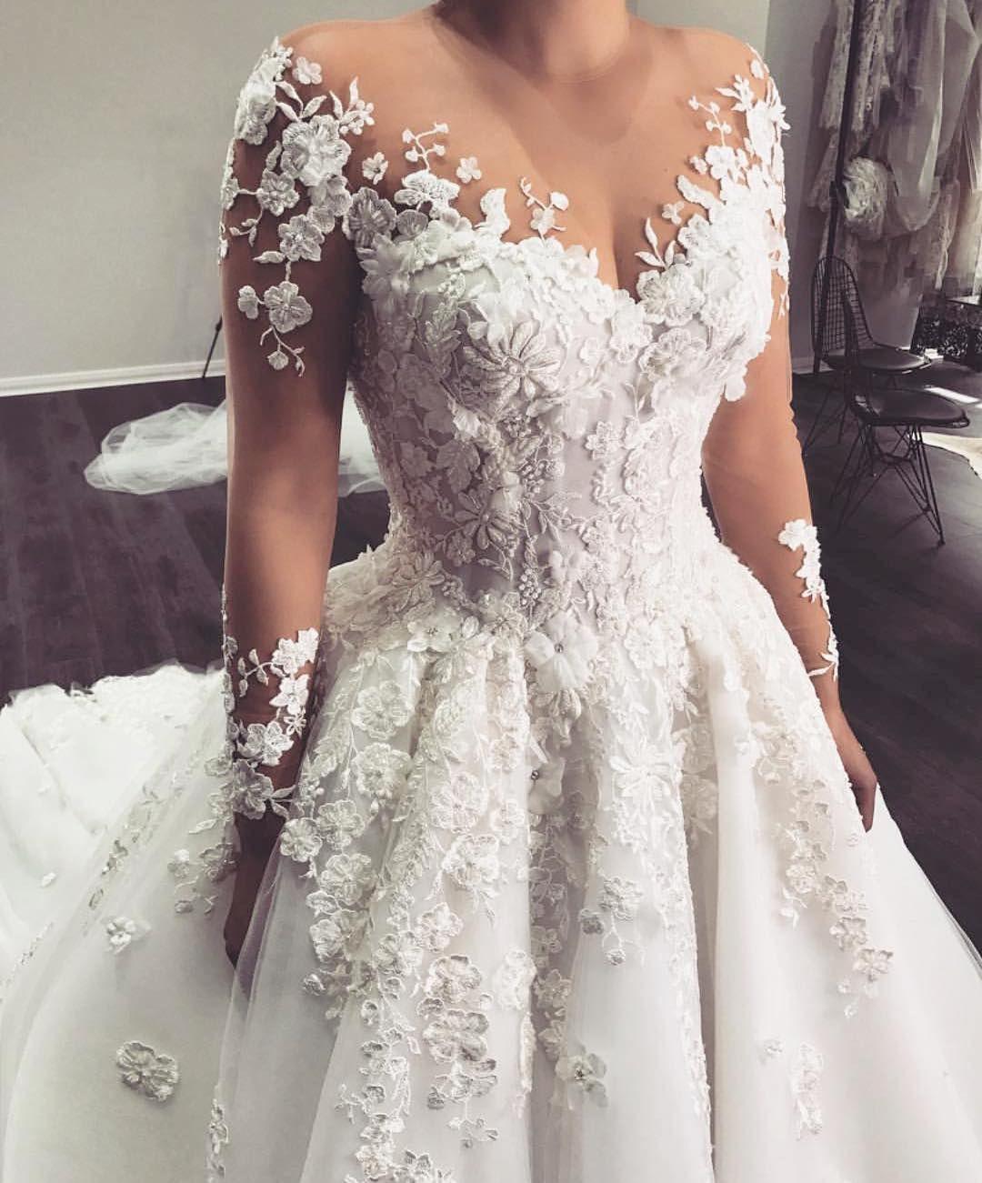 3 607 Vind Ik Leuks 15 Reacties The Catwalk Italia Tci Thecatwalkitalia Op In Long Sleeve Wedding Gowns Wedding Dresses Lace Wedding Gowns With Sleeves