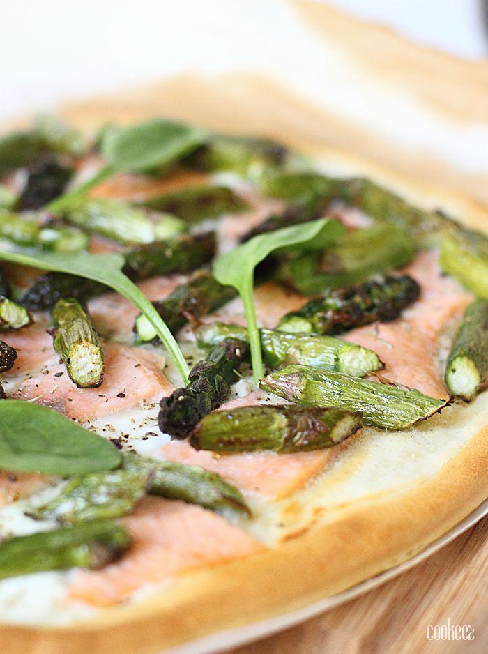 Pizza blanche – Asperges & saumon fumé sur cookeez.fr