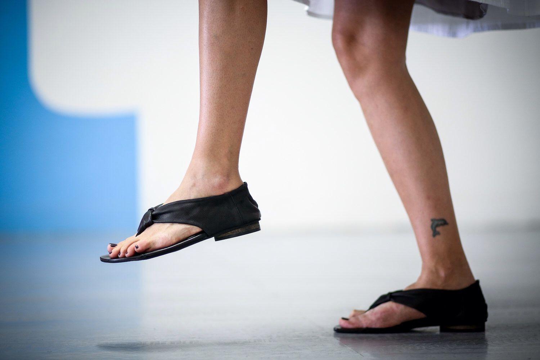 03b1555932 Pin de Por arte de birlibirloque en Zapatos