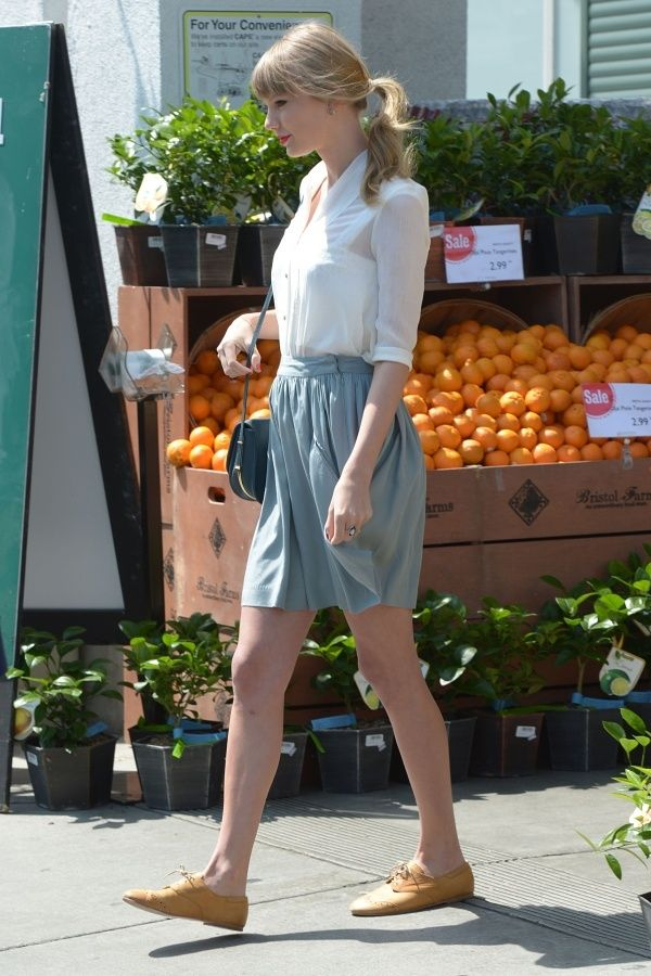 Taylor Swift casual oxford style