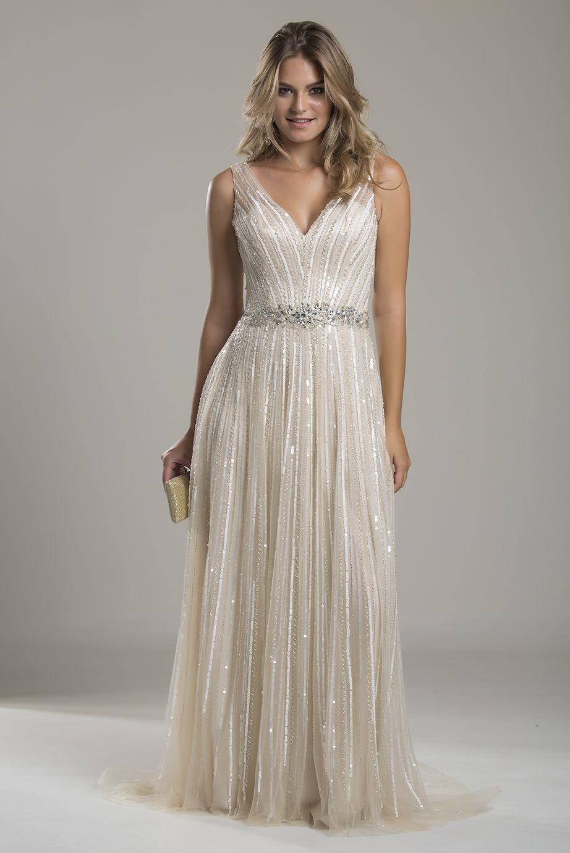 2b41424d21 Noé é um lindo vestido longo off-white bordado