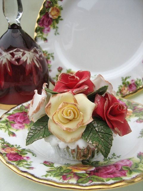 English Roses Bouquet Cupcake