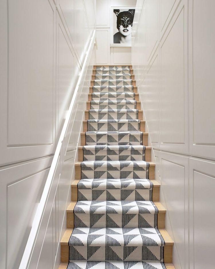Treppen Teppich Laufer Muster Dezente Farben Wandvertafelung Edel In 2020 Stairs Design House Staircase Staircase Design