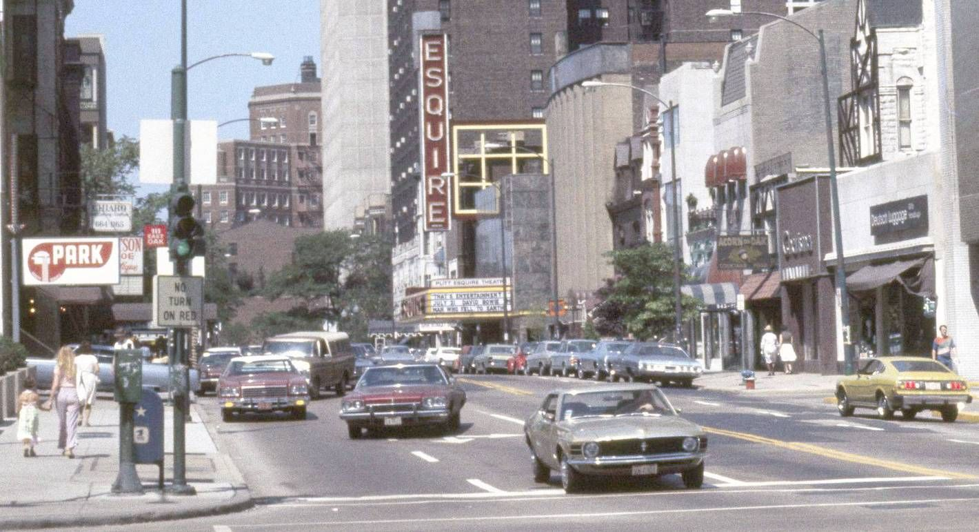Photo Chicago Oak Street Esquire Theater At 58 Oak E Mid 1970s Chicago Photos Chicago Neighborhoods Chicago