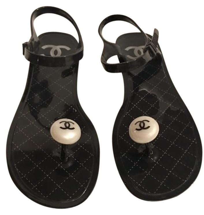 4e360cf21 Chanel Jelly   Rubber Pearl Thong W interlocking Cc (eu 39) Black Sandals.  Get the must-have sandals of this season! These Chanel Jelly   Rubber Pearl  Thong ...