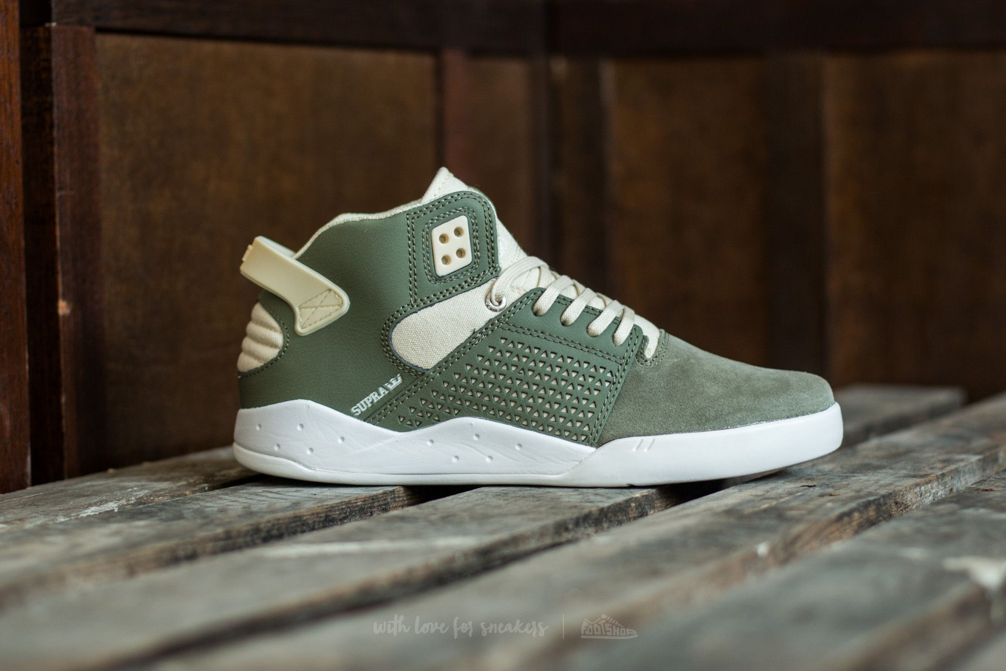 470066f067e6 Supra Skytop III Olive-White at a great price 84 € buy at Footshop ...