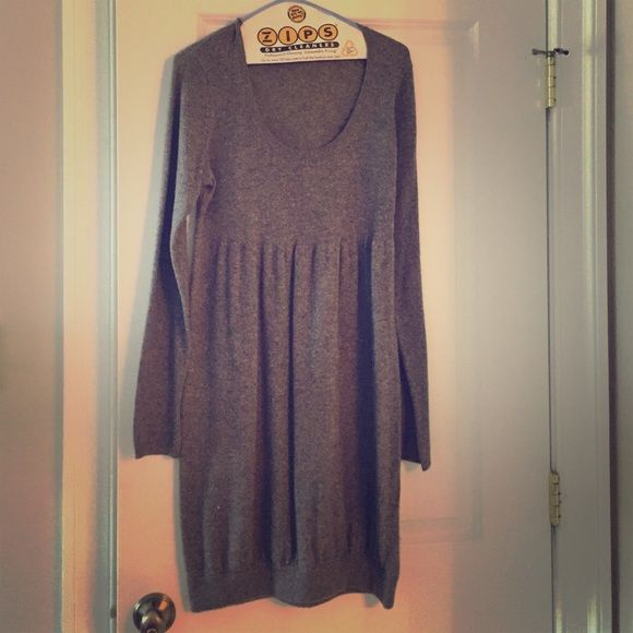 Gorgeous Vince sweater dress for sale! Beautiful VINCE sweater dress for sale! Perfect for work or a casual day with boots! Vince Dresses