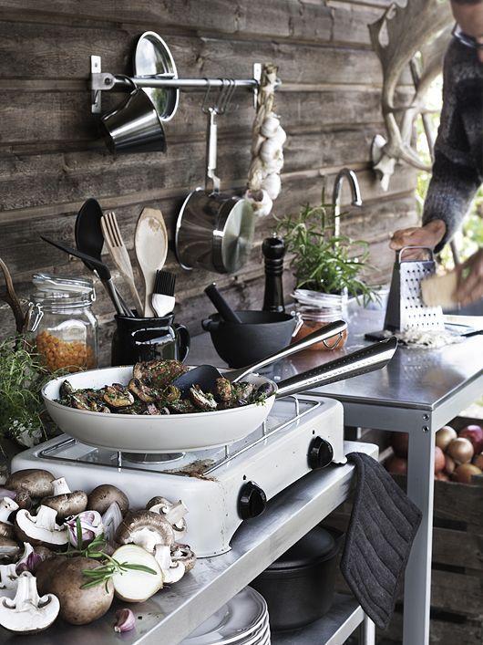 Lovely outdoor kitchen. Nice!
