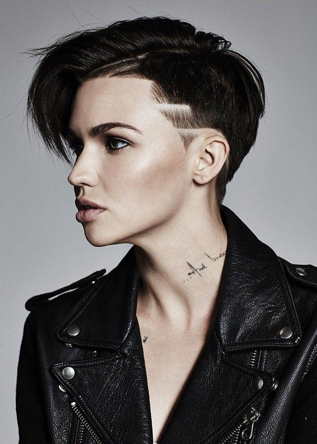 kort hår sort lesbisk